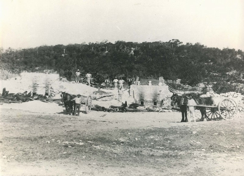Lime kilns in Cockburn Road, Coogee Beach in 1914