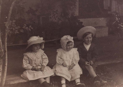 Children of Frank O'Connor, Davilak House, c1907