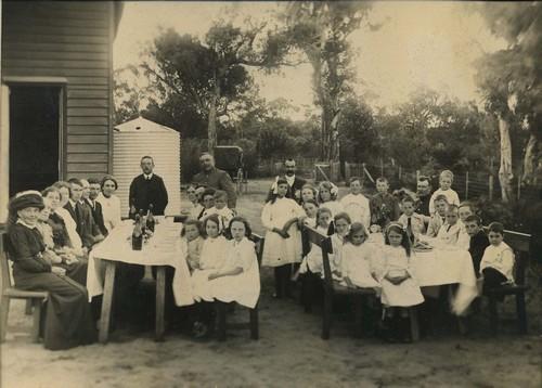 Pearce family gathering at Bibra Lake